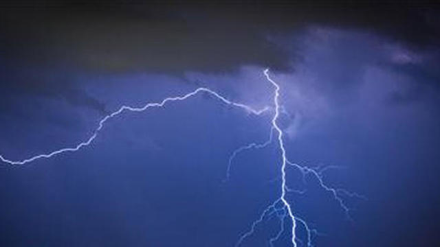 Crews respond to lightning strike on Daniel Island